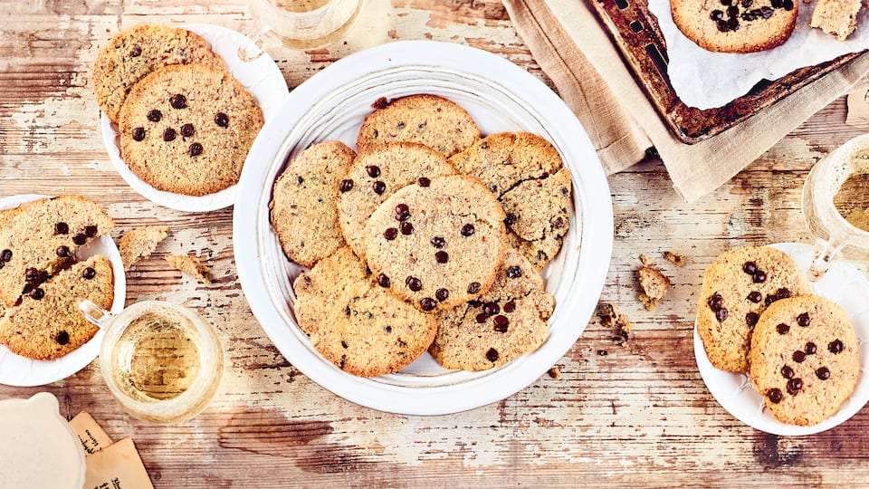 Ist echter Genuss mit wenig Kohlenhydraten auch bei Keksen möglich? Aber natürlich! Unsere Low Carb Cookies enthalten neben Butter und Mandeln viel Frischkäse und schmecken super lecker!