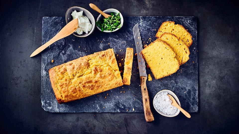Backen Sie Ihr eigenes glutenarmes Brot: Unser Maisbrot-Rezept gelingt Ihnen sicher und bringt Ihnen ein würziges, schmackhaftes, frischgebackenes Brot auf den Tisch!