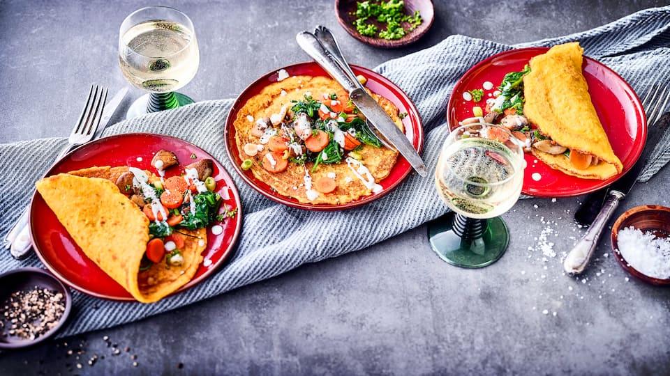 Ob mit geräuchertem Schinken, Ziegenfrischkäse oder Obstsalat – Maispfannkuchen lassen sich vielfältig füllen: die perfekte Idee für den Sonntagsbrunch!