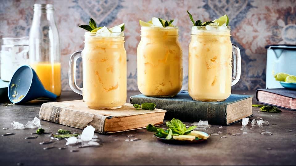 Smoothies sind in aller Munde: Kein Wunder, denn die cremigen Fruchtdrinks lassen sich in vielen Varianten genießen. Entdecken Sie unser Rezept mit Mango!