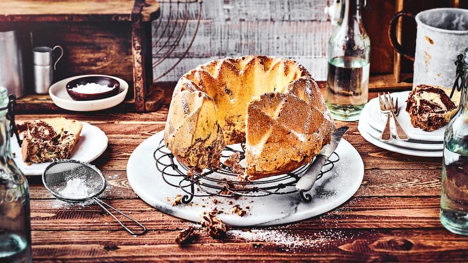 Mit leckerem Marmorkuchen treffen Sie immer die richtige Wahl zu jedem Anlass. Der klassische Rührkuchen ist beliebt wie eh und je. Lernen Sie hier auch neue köstliche Varianten kennen