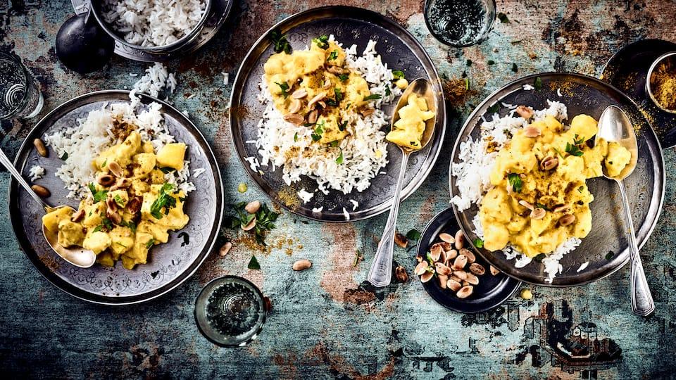 Eigentlich sind Curry-Gerichte ja für Ihre Schärfe bekannt, aber wenn Sie den Geschmack von Curries lieben, es aber etwas milder mögen, sind Sie mit unserem Massaman Curry Rezept bestens bedient.