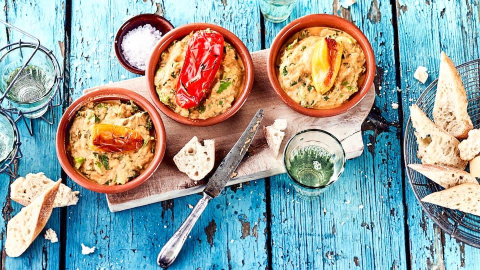 So schmeckt Griechenland! Melitzanosalata ist eine Auberginencreme, die gut zu aufgebackenem Brot passt und sich perfekt als Vorspeise eignet.
