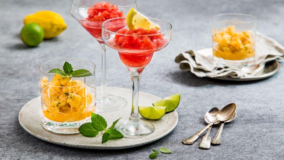Zwei erfrischende Melonen-Granitas: Wassermelone-Sekt und Cantaloupe-Minze sind die perfekten Sommerdrinks.