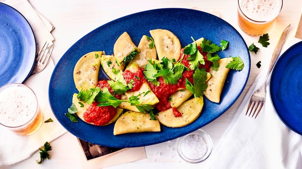Probieren Sie diesePasta-Variation: Mit unserem Mezzelune-Rezept gelingen Ihnenraffiniert gefüllte Teigtaschen – eine Spezialität aus Tirol.