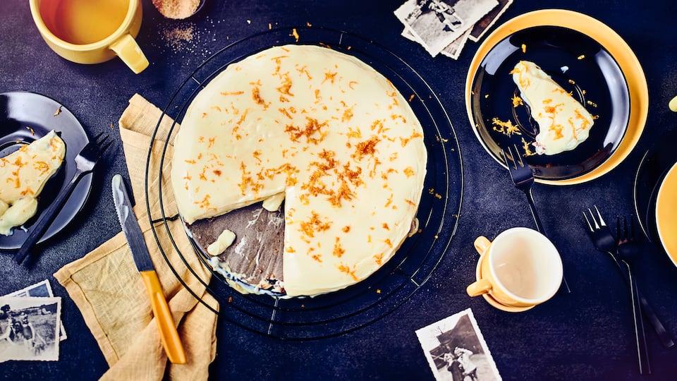 Hier kommt ein echter Klassiker der russischen Küche auf den Kuchentisch: Milchmädchenkuchen mit gesüßter Kondensmilch, Eiern, Limettensaft und einem knusprigen Boden aus Russisch Brot.