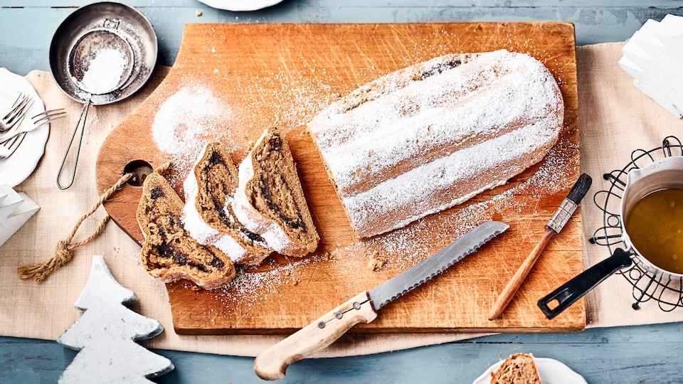 Weihnachten steht vor der Tür? Backen Sie doch unseren saftigen Mohnstollen mit süßer Puderzucker-Glasur.