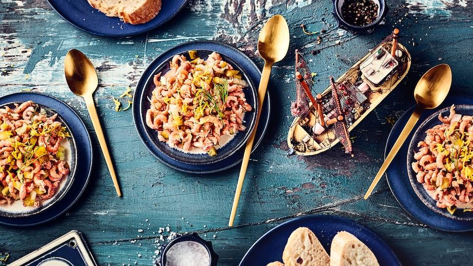 Unser Nordseekrabbensalat-Rezept können Sie kohlenhydratarm, mit Kartoffeln oder mit Früchten zubereiten – alle Varianten sind köstlich.