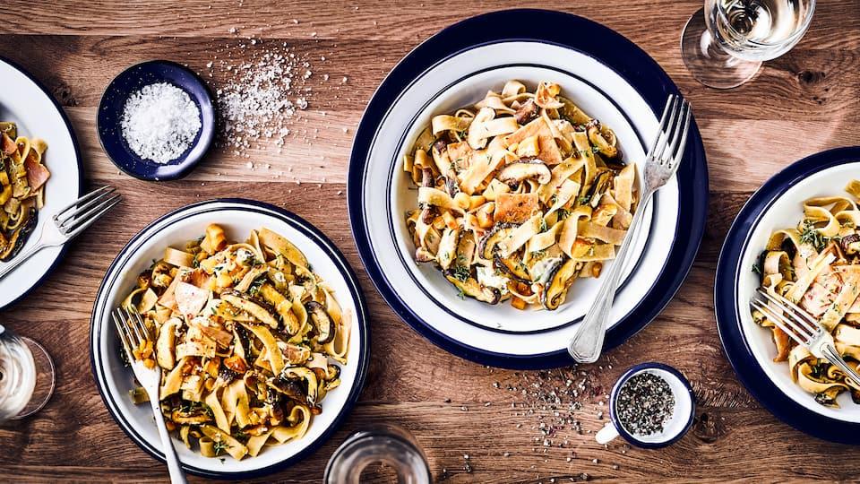 Entdecken Sie den Geschmack Asiens mit leckeren Vollkornbandnudeln gekonnt in Kombination gesetzt mit Shiitake Pilzen und Schafsfrischkäse.