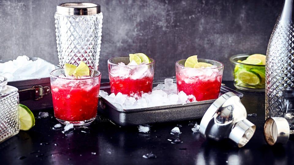 Unser alkoholfreierOctopussy-Cocktail mitSauerkirsch-Nektar und Ananassaft ist eineisgekühlter fruchtiger Drinkfür jede Gelegenheit – einfach köstlich!
