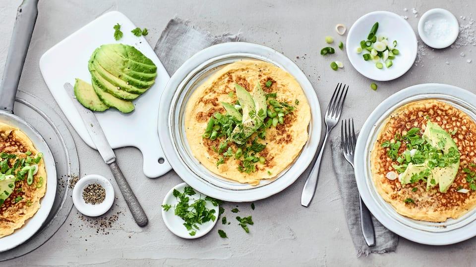Ein schnelles Mittagessen mit nur wenig Kohlenhydraten. Unser Omelett mit Avocado eignet sich hervorragend für eine ketogene Ernährung.