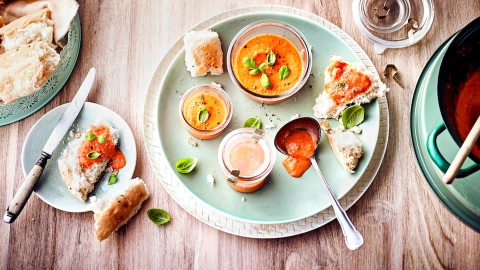 Für den kleinen Hunger zwischendurch: Bereiten Sie unseren Paprika-Dip mit aromatischem Gewürz zu. In nur zehn Minuten fertig!