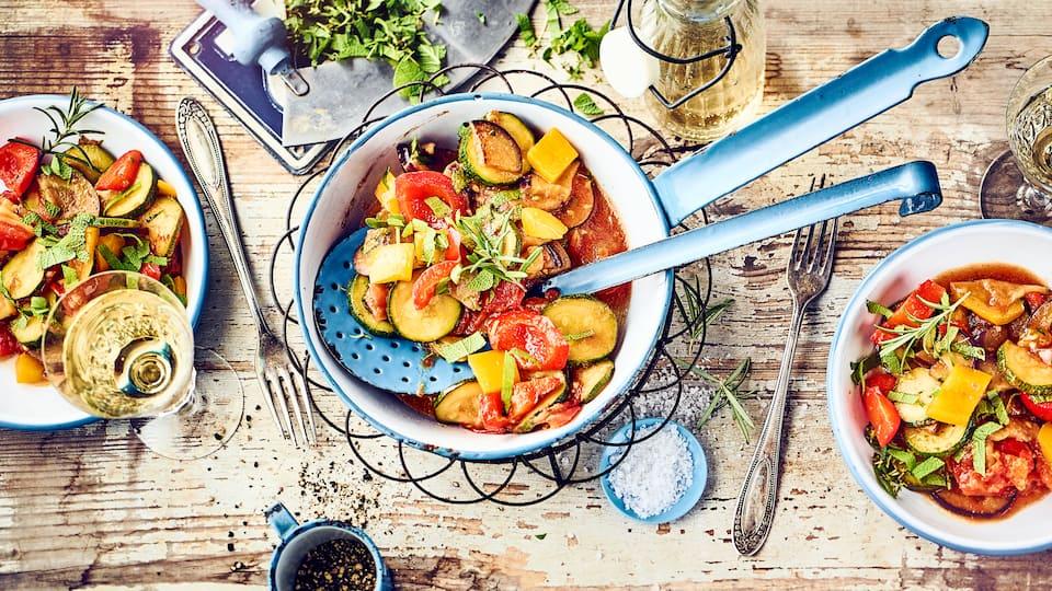Paprika ist ein sehr vielseitiges Gemüse. Knackige Beilage oder vegetarischer Hauptgang: Lassen Sie sich das Paprikagemüse-Rezept von EDEKA schmecken!