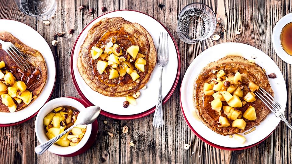 Ob als Mittagessen oder als Snack für Zwischendurch oder aber auch zum Kindergeburtstag, Pfannkuchen mit Apfel sind schnell gemacht und immer ein Leckerbissen.