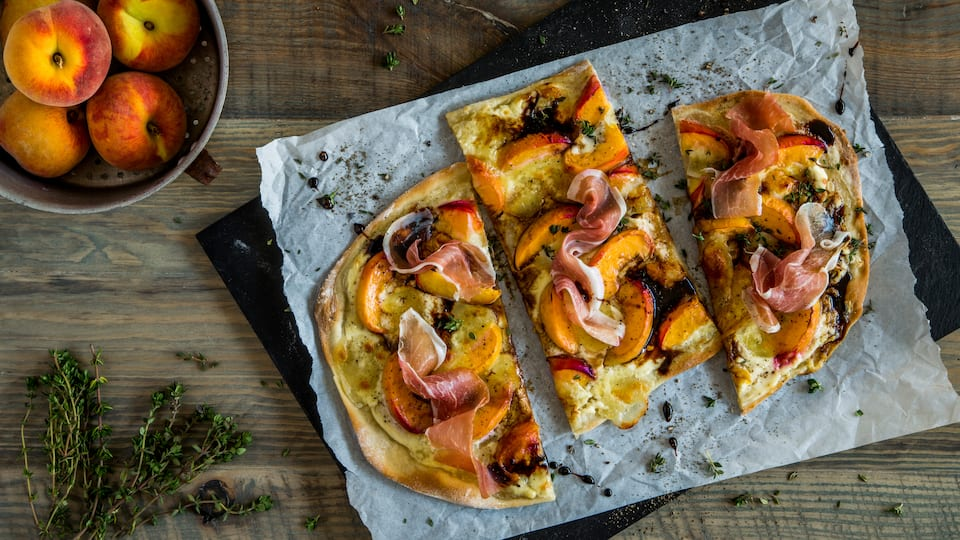Pfirsich-Flammkuchen