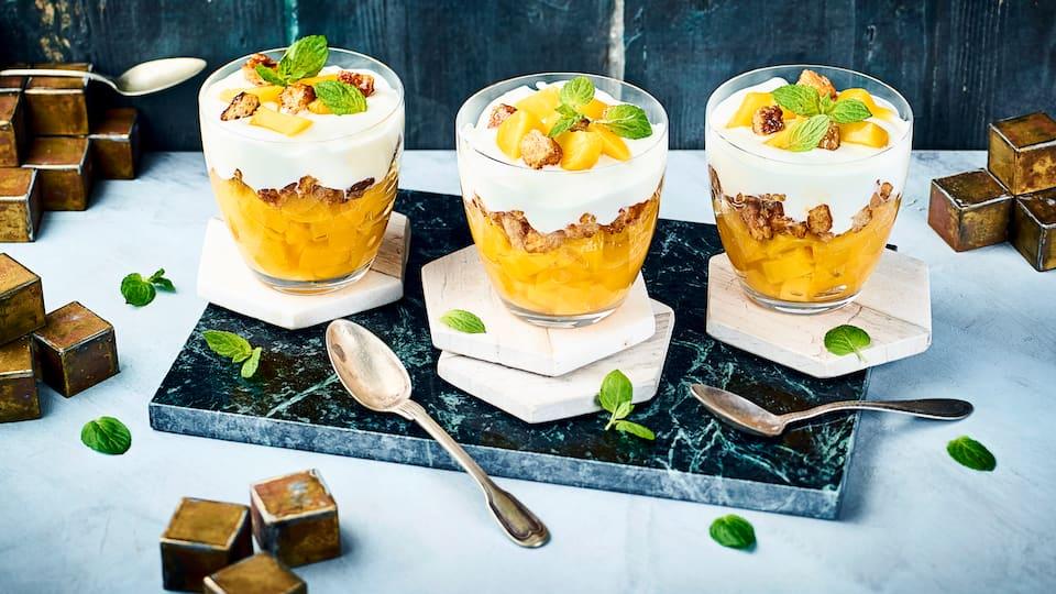 Zaubern Sie in wenigen Minuten eine leckere Süßspeise. Pfirsich und Orangen runden die Quarkcreme und den Vollkorntoast mit einer fruchtigen Note ab.