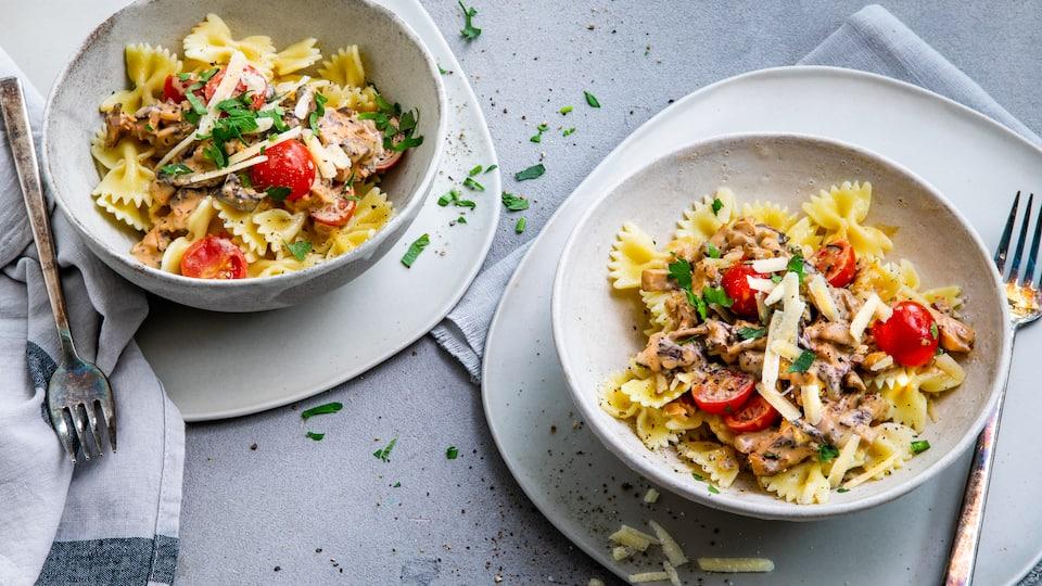 Schnell gemacht und so schön herbstlich: Unsere Pilz-Pasta mit cremiger Sahne-Weißweinsauce!