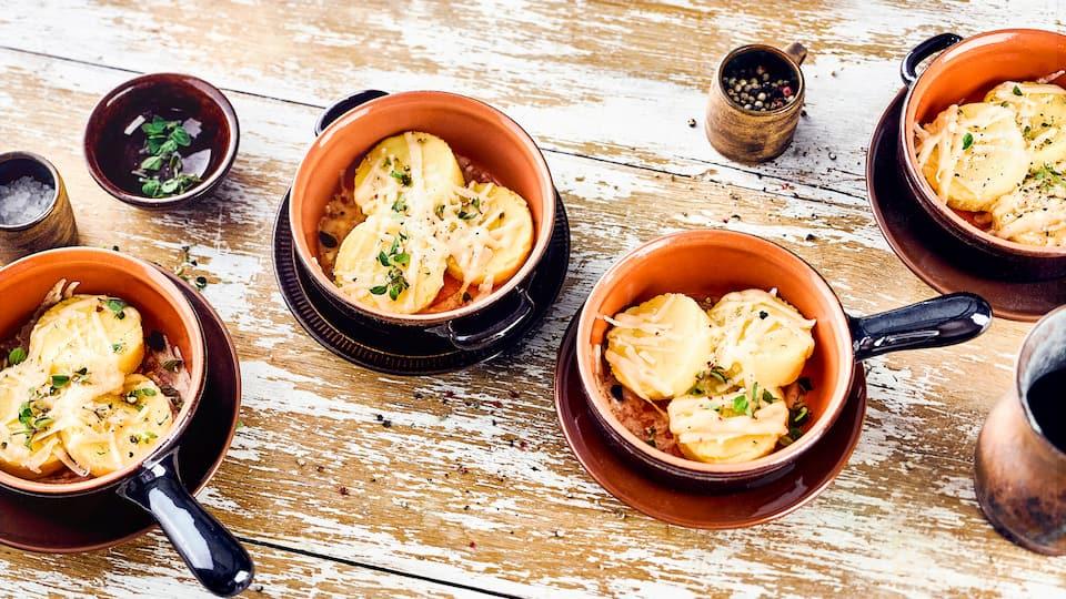 Genießen Sie dieses vegetarische Gericht als Beilage oder Zwischenmahlzeit: Probieren Sie unsere römischen Nocken aus Milch, Butter und Maisgrieß, verfeinert mit geriebenem Hartkäse!