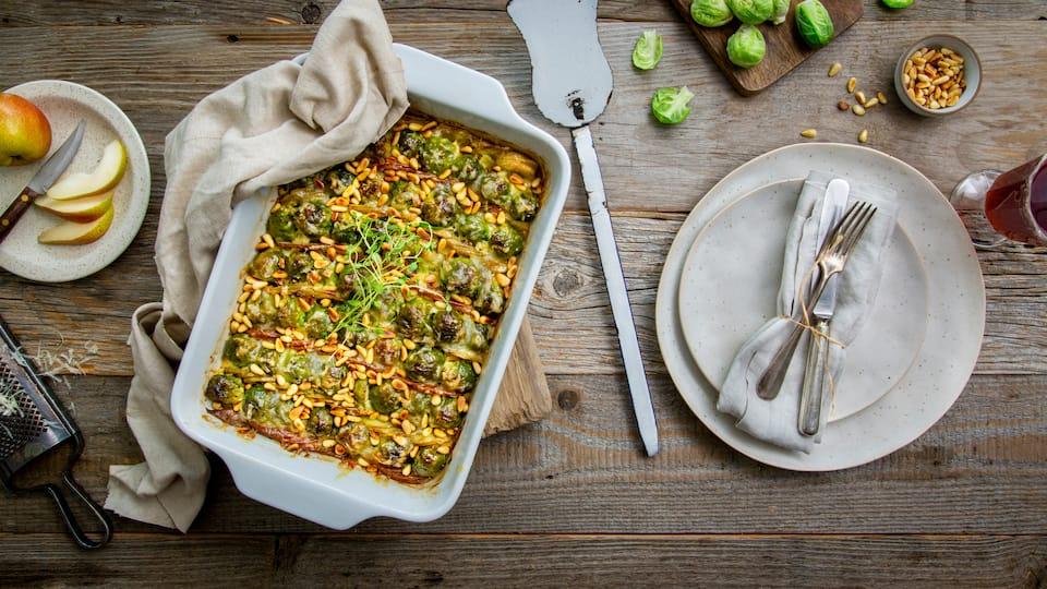 Ganz einfach hergestellt und für den Herbst eine leckere Alternative zu den bekannten Aufläufen ist unser Rezept für Rosenkohlauflauf mit Kartoffeln und Birnen.