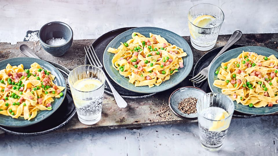 Kochen Sie eine wunderbar wandelbare Köstlichkeit, die schnell zubereitet ist: Entdecken Sie leckere Schinkennudeln-Rezepte für Anfänger und Profis!