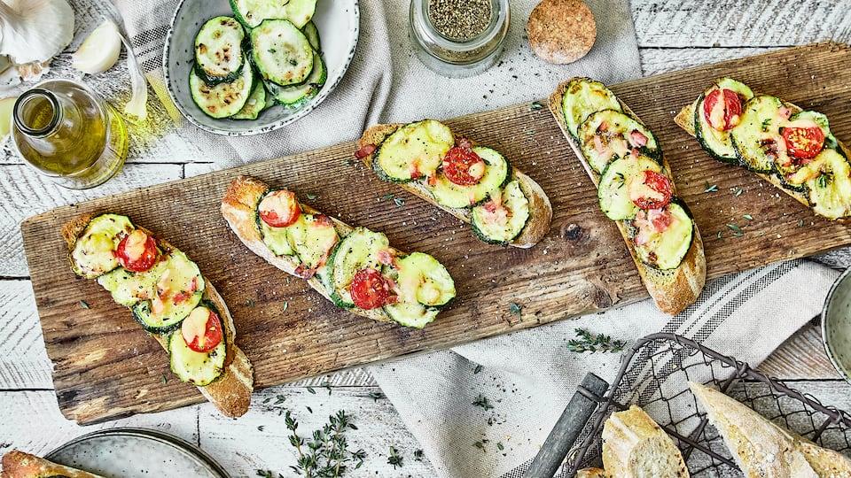 Warm und kalt ein Genuss: Unsere einfachen Pizzahäppchen verströmen leckere mediterrane Aromen und passen als Snacks zu vielen Gelegenheiten.