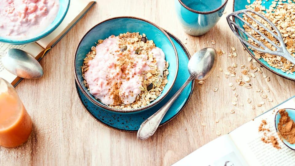 Sie möchten ohne großen Zeitaufwand lecker frühstücken? Dann sollten Sie unbedingt unser Rezept für schnelles Fitnessmüsli mit Papaya und Joghurt ausprobieren.