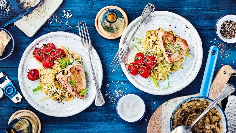 Wenn es mal schnell aber lecker gehen soll: Mit unserem Rezept für Steinpilz-Risotto mit Thunfischsteaks und Parmesan zaubern Sie im Nu ein leckeres Hauptgericht.