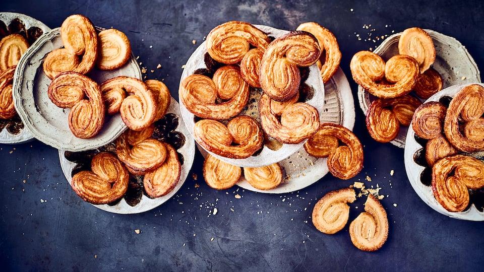 Diese süßen Teilchen kennt man sonst nur vom Bäcker. Sie können sie aber mit unserem Rezept ganz leicht selber backen: Probieren Sie unsere Schweineohren aus Mehl, Salz, Butter und Zucker!