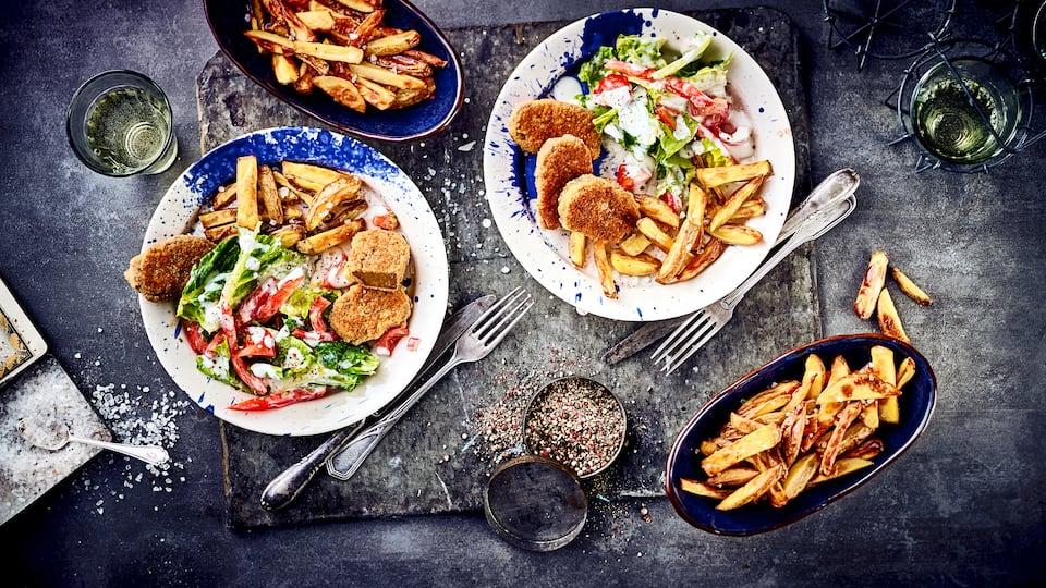 Schnitzel mit Pommes geht auch mal vegetarisch: Probieren Sie die köstlichen selbstgemachten Seitan-Schnitzel und reichen Pommes Frites und Salat dazu!