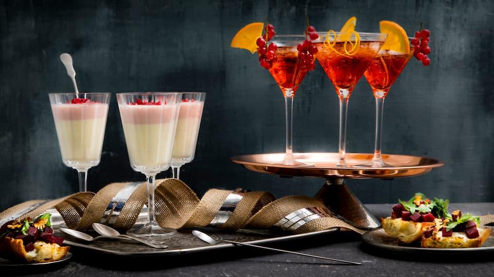Zum Jahresende darf es selbstverständlich etwas mehr sein! Bei unserem Rezept für ein Silvester Buffet bekommen Sie direkt 3 Köstlichkeiten, die gemeinsam Sie und Ihre Gäste beim Silvester Dinner verzücken werden!