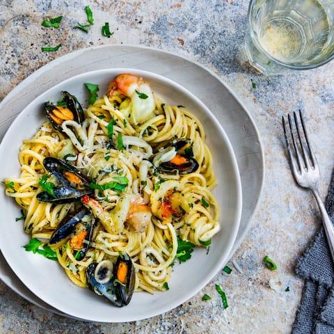 Spaghetti Frutti di Mare in Weißweinsoße: schnelle Zubereitung in nur 30 Minuten