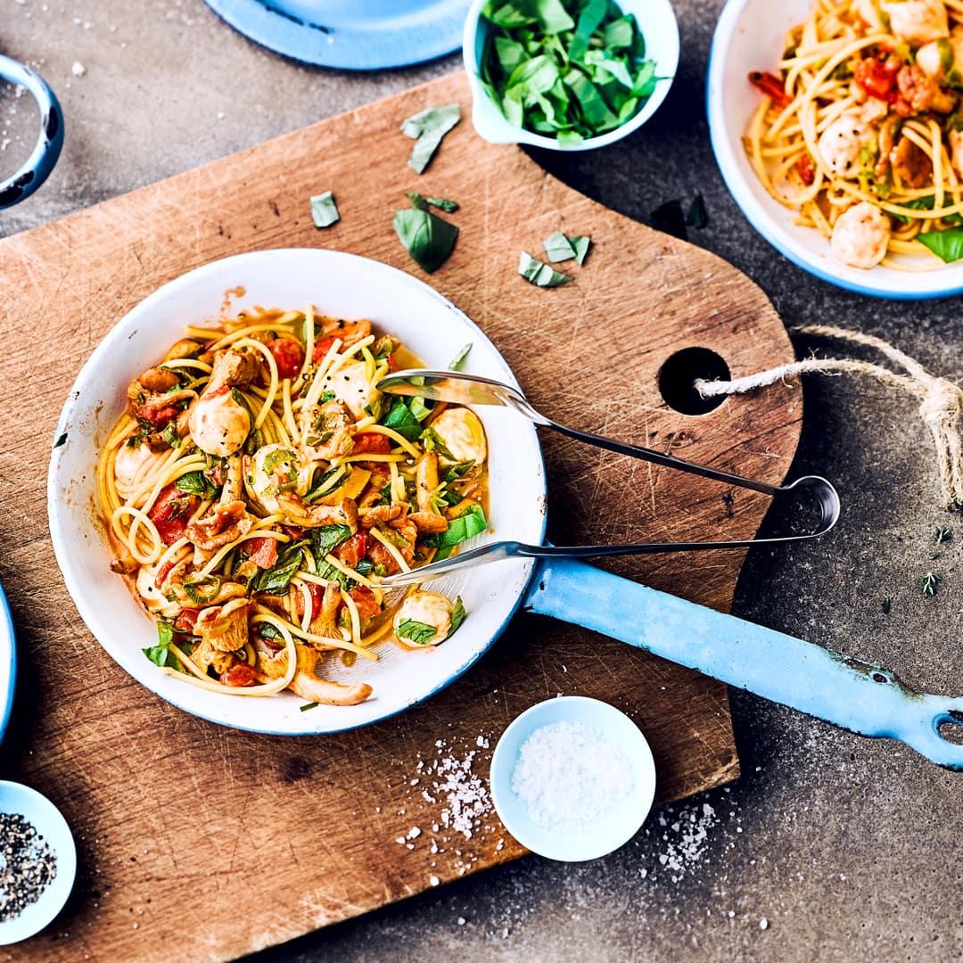 spaghetti mit pfifferlingen rezept edeka. Black Bedroom Furniture Sets. Home Design Ideas