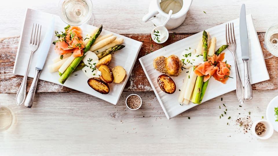 Spargel mit Bärlauch-LachsSpargel mit geräuchertem Bärlauch-Lachs, selbstgemachter Ricottasauce und Kartoffeln. Ganz leicht zubereitet ein schönes Frühlingsrezept!