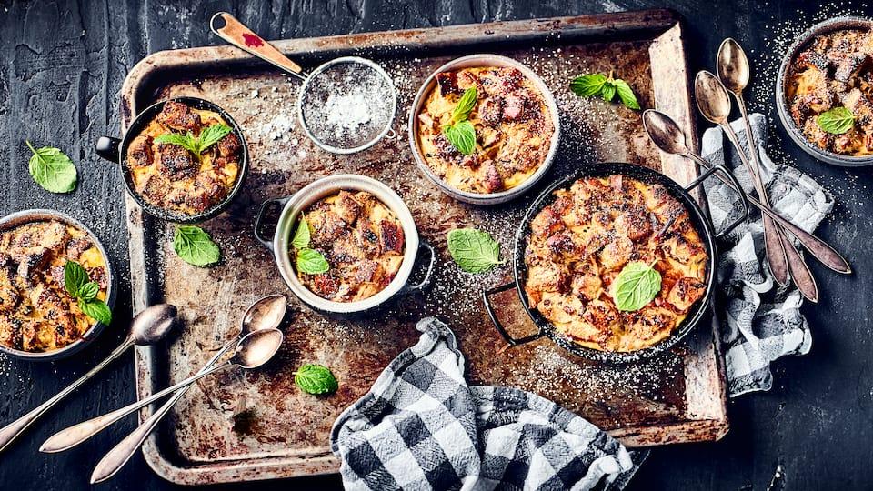 Unser unwiderstehlich duftender süßer Auflauf aus altbackenem Zopf und knackigen Äpfeln ist eine einfach zuzubereitende Köstlichkeit für jede Gelegenheit!