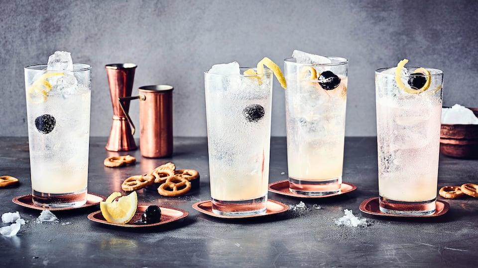 Beim Tom Collins Longdrink muss gar nicht groß geschüttelt werden, es genügt Gin, Zitronensaft und –sirup und Mineralwasser gut zu verrühren.