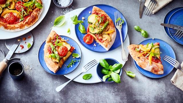 Vegane Pizza mit Gemüse