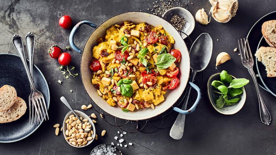 Veganes Omelette mit Tomaten