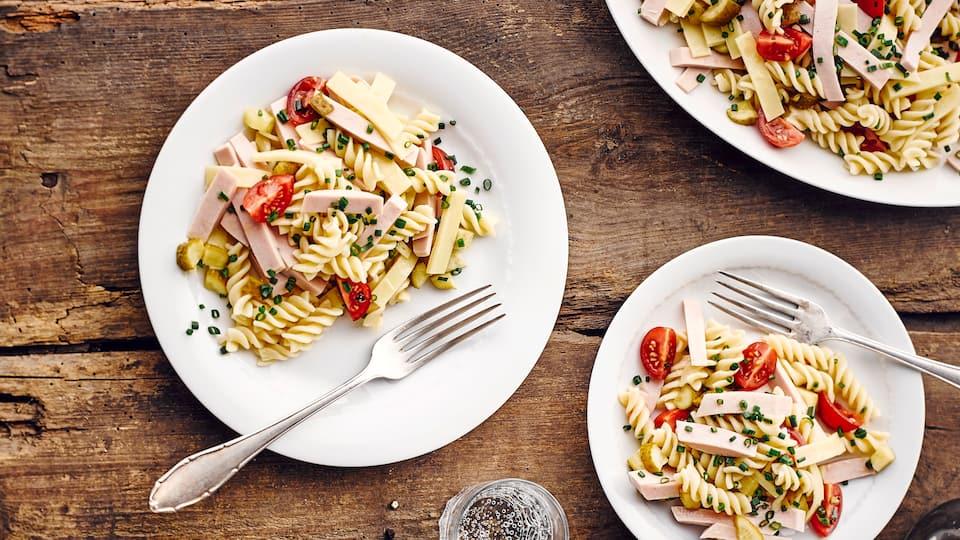 Genießen Sie mit einem Wurstsalat ein herzhaft-deftiges Gericht, das zu Nudeln, Kartoffeln und Brot gleichermaßen passt. EDEKA liefert die Rezeptideen.
