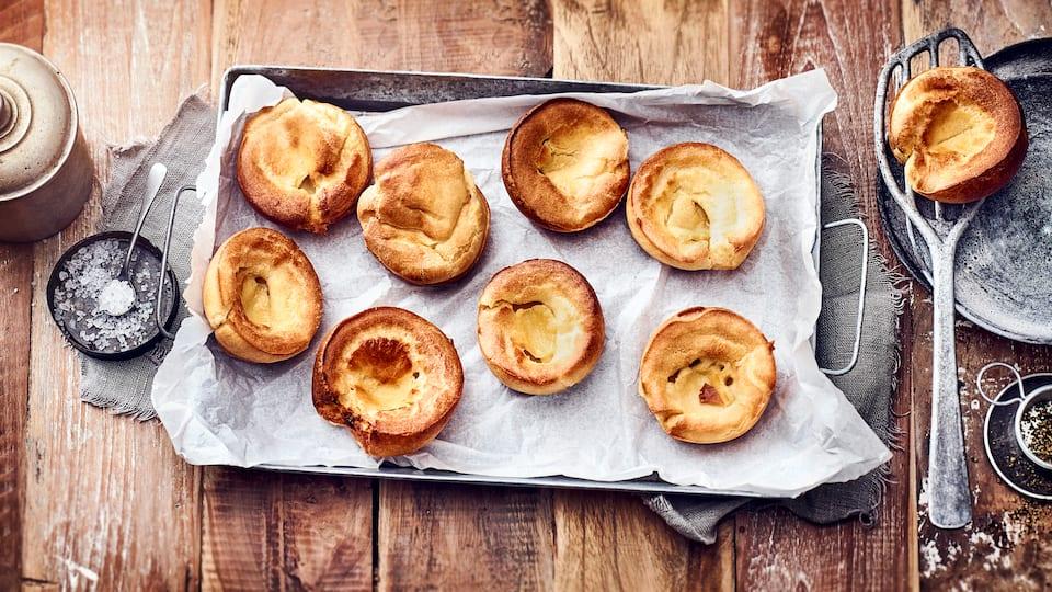 Hauptsächlich bekannt als Beilage zu herzhaften Fleisch-Gerichten – Yorkshire-Pudding kommt aus der englischen Küche und ist ganz einfach hergestellt.
