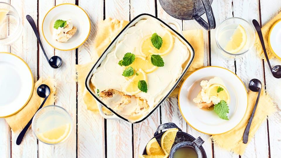Cremig vollmundig wie ein Tiramisu und dazu leicht säuerlich und erfrischend durch Zitrone: Unser Rezept für selbstgemachtes Zitronen-Tiramisu.